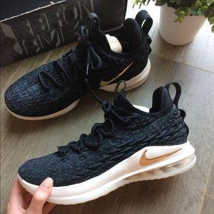 NWT Nike LeBron XV Low